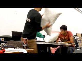 PILLOW FIGHT PRANK �� ����� ���� ���� ���� ����� ���� ��� ������� ���� 100500 ����� ����� ��� �������� ���� ���� ���� ���� �����